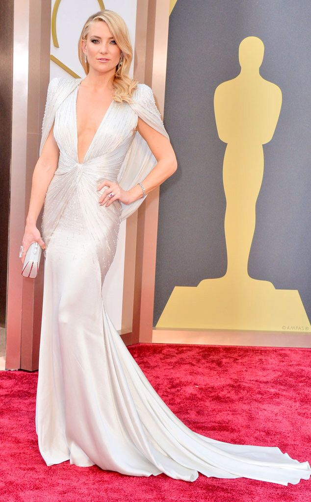 Kate Hudson dares to bare in a winter white Atelier Versace Dress at 2014 Oscars
