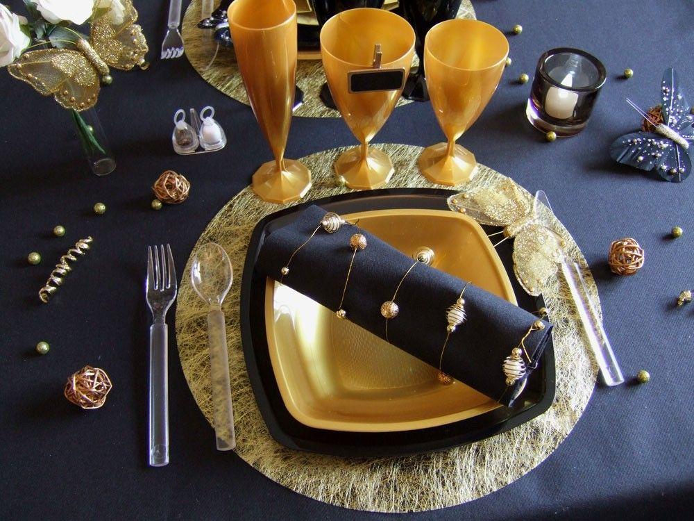jolie décoration de table noir et or | tables noires, décorations