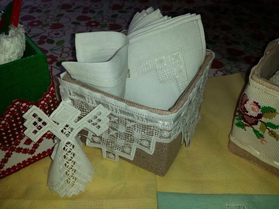 dettaglio cestino asciugamani ospiti ricami di fernanda