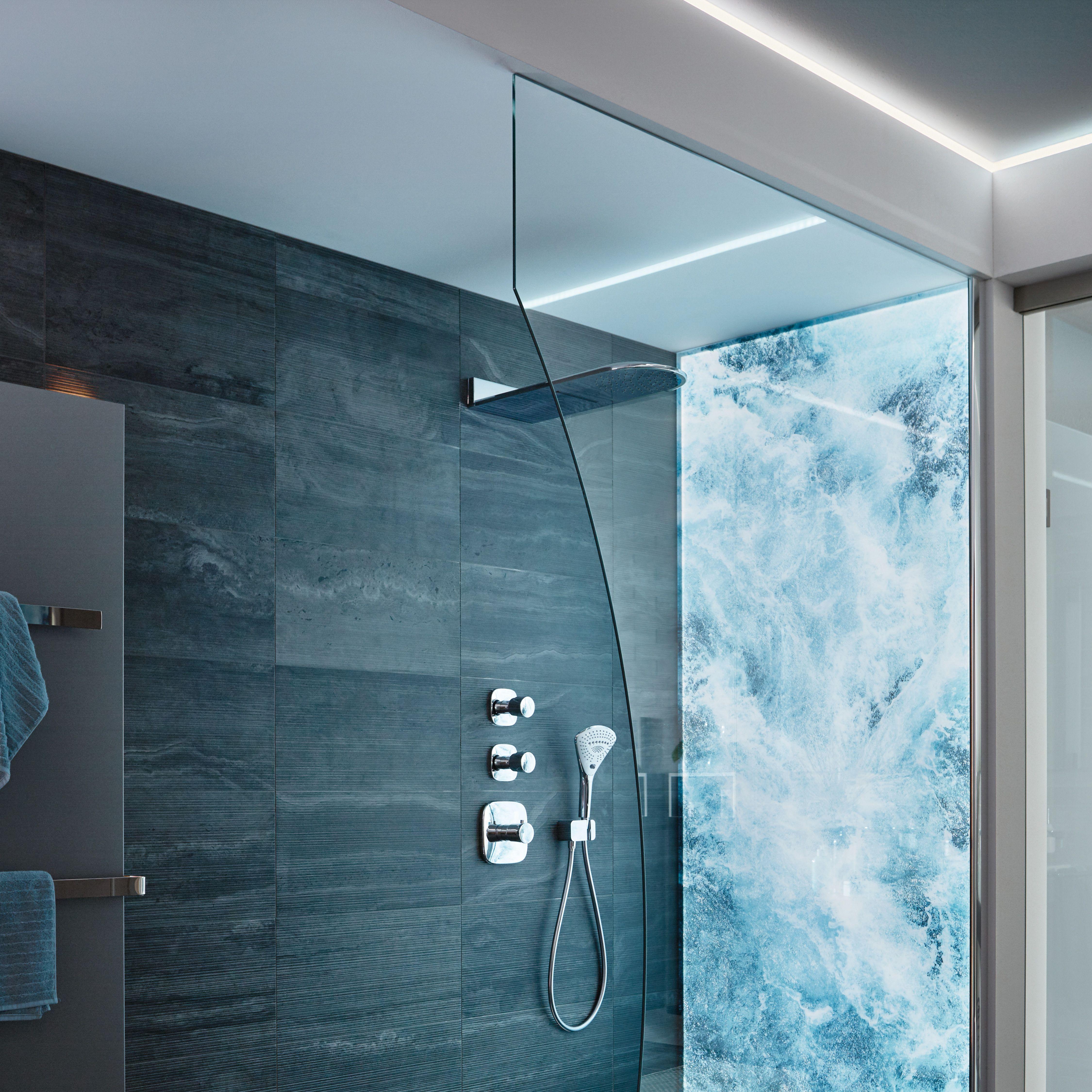 Fur Ein Ganz Besonderes Duscherlebnis Unsere Glasausschnitte Sorgen Fur Individuelle Losungen In Jedem Zuhause A In 2020 Badezimmer Badezimmer Platten Fliesen Kaufen