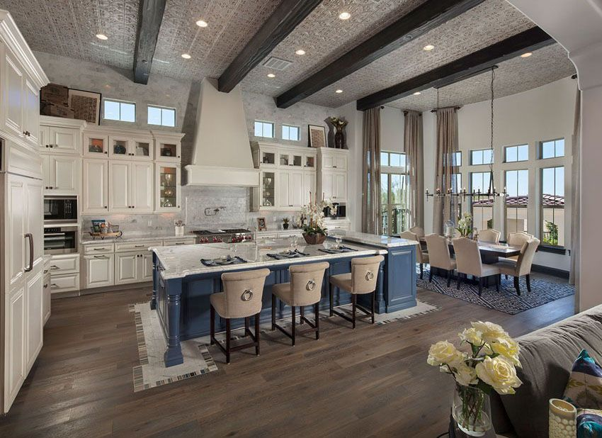 Merveilleux Amazing Open Concept Kitchen With Exposed Beams White Cabinets