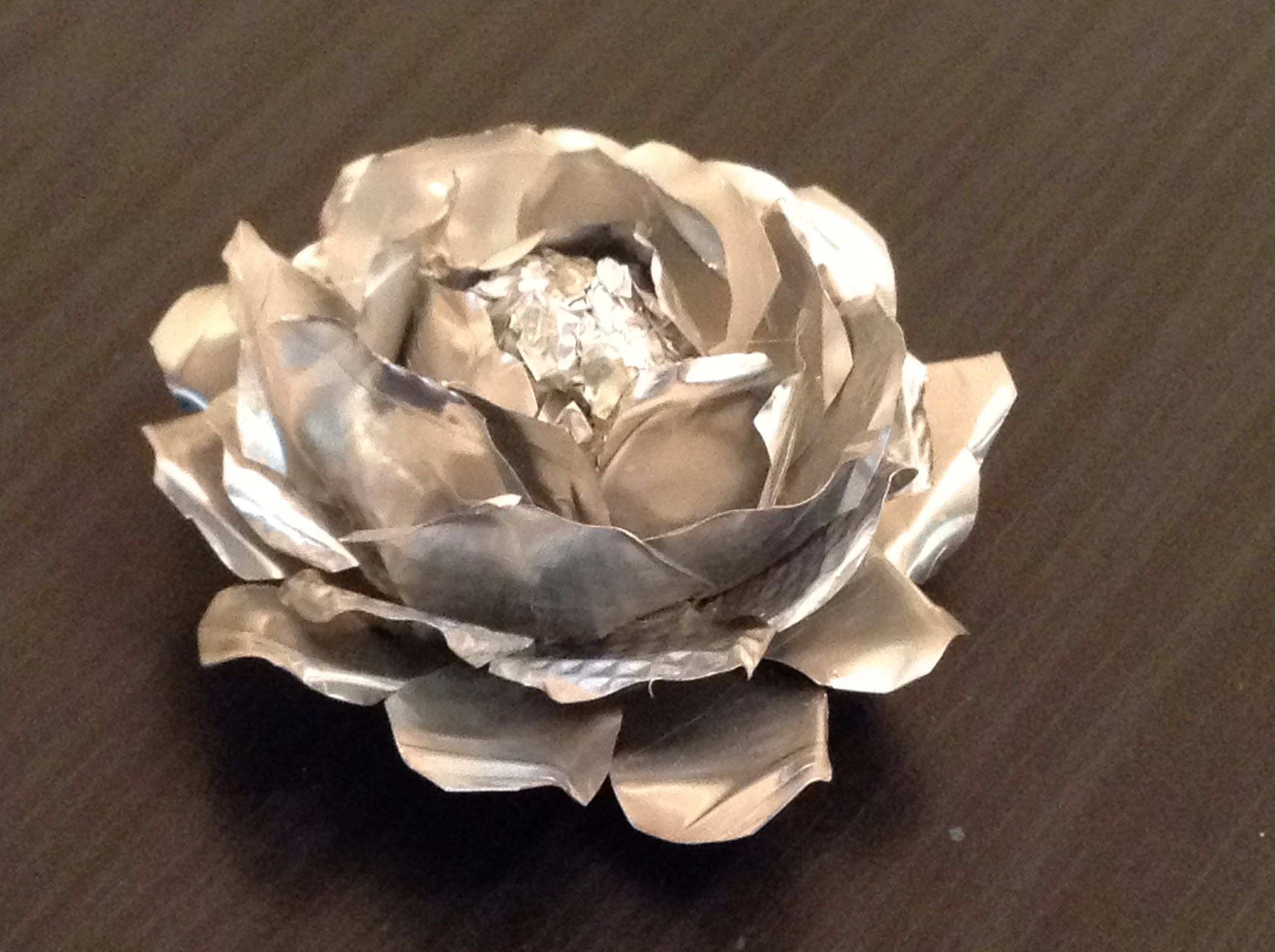 This Video Tutorial Shows How To Make Flowers Out Of Tin Foil Papers