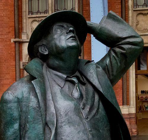 Sir John Betjamin by Martin Jennings, St Pancras Station