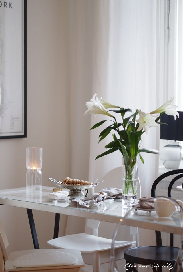 Ideas for the coffee table #tablesetting #interior #home #iittala #lantern #marble #cheese #balmuir  http://divaaniblogit.fi/charandthecity/2014/12/20/20-tarjoiluvinkkeja-jouluiseen-kahvipoytaan/