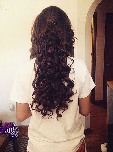 Long curly prom hairstyle!