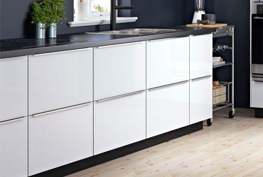 Armoires inférieures de cuisine | Retro kitchen, Sustainable kitchen, House styles