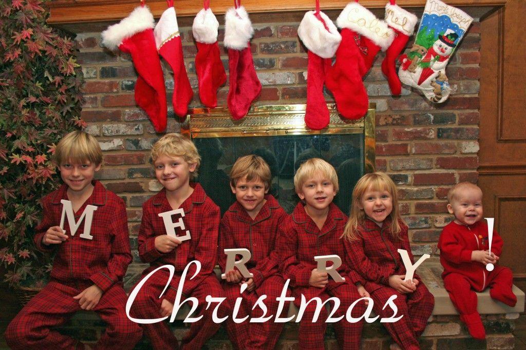 10 Family Christmas Photo Ideas Family Christmas Pictures Outfits Christmas Family Photos Christmas Photos Outfits