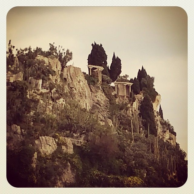 #JardinExotique *L'exotisme à domicile* #jardin #exotique #montagne #mountain #nature #panorama #museum #sépia #sepia #green #montecarlo #riviera #frenchriviera #tree #exotic #monaco #tourism #sky #cloudy by vinchiant from #Montecarlo #Monaco