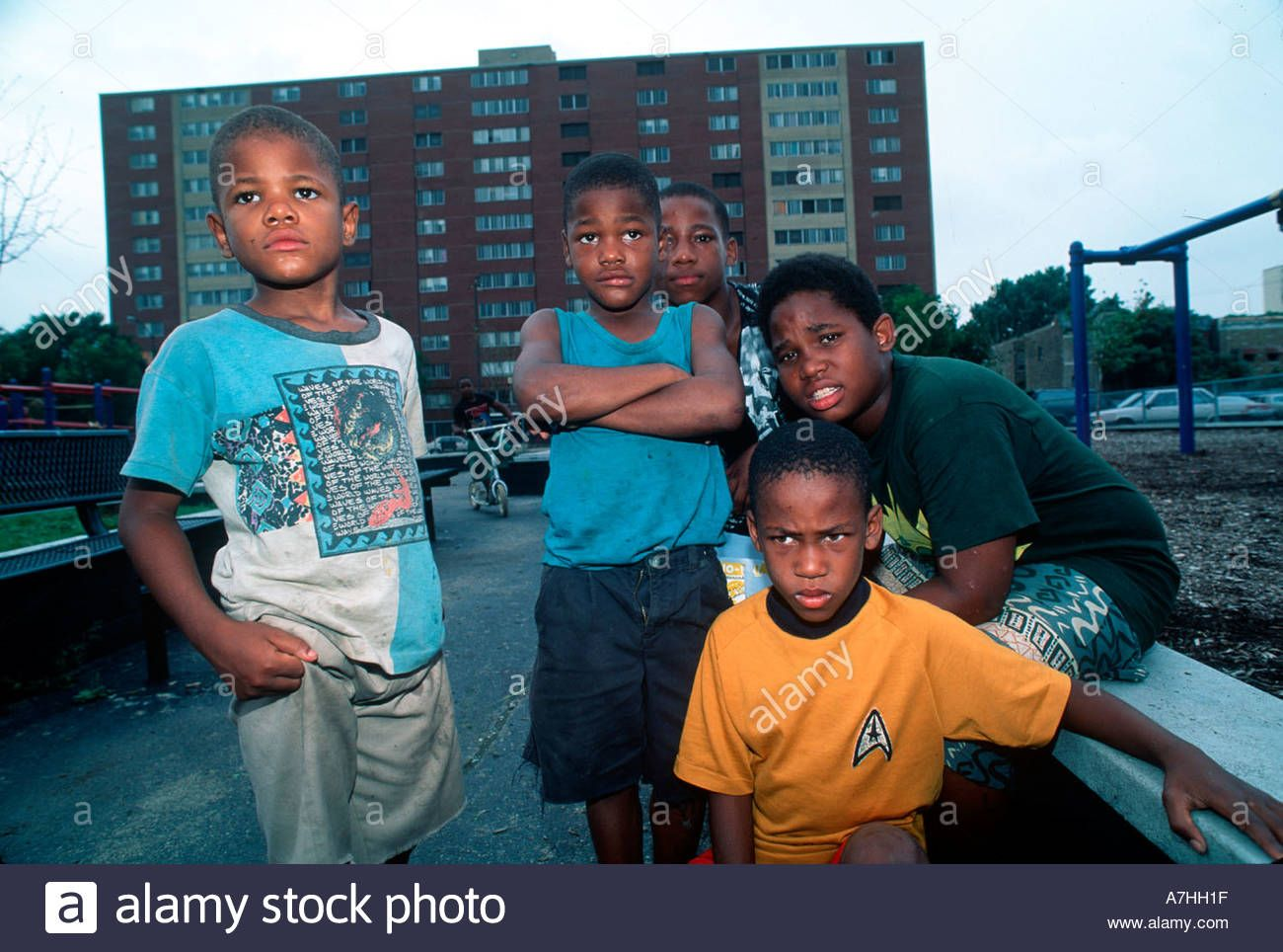 Download This Stock Image Children In Notorious Public Housing Project Of Rockwell Gardens A7hh1f From Alamy S Libra Chicago Pictures Rockwell Stock Photos