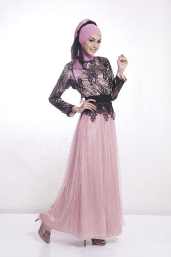 Balutan bahan satin yang berkualitas dipadukan dengan soft tulle dan brokat  membuat gaun pesta muslim ini 26727067fa