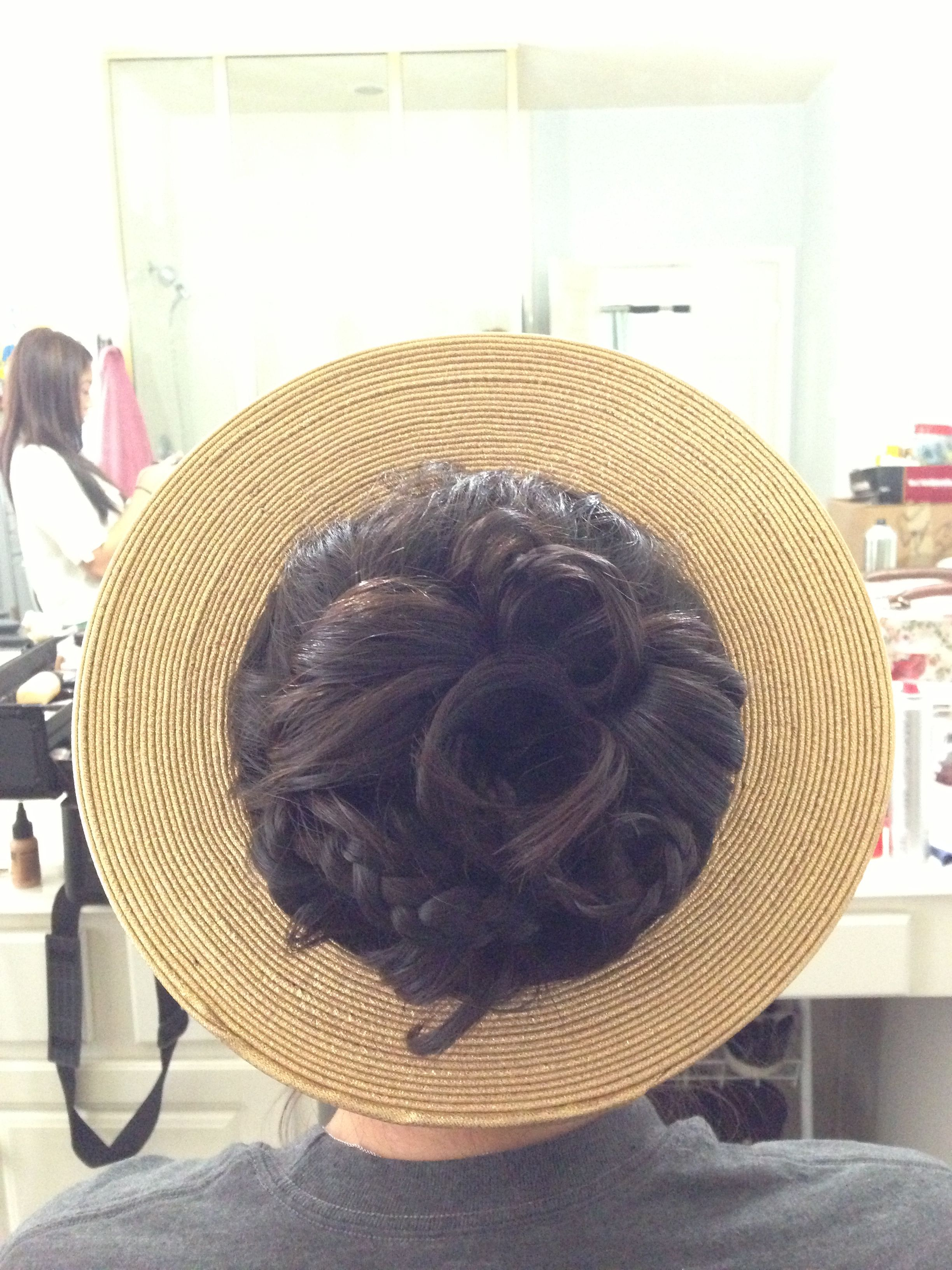 bridal hairstyle for vietnamese wedding with head piece