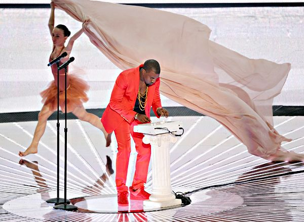 Kanye West Performing On Stage During The 2010 Mtv Video Music Awards In Los An Kanye West Mtv Video Music Award Mtv Videos
