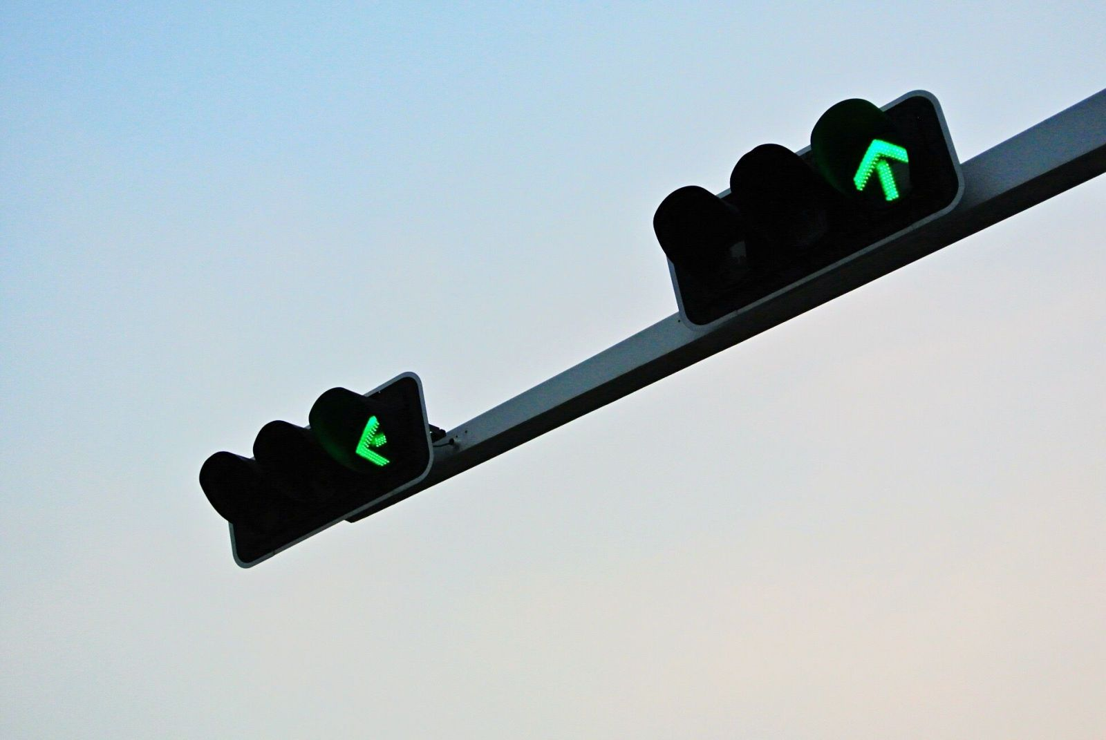 These Ai Traffic Lights Could Shorten Your Commute Traffic Light Light Control Traffic Light Sign