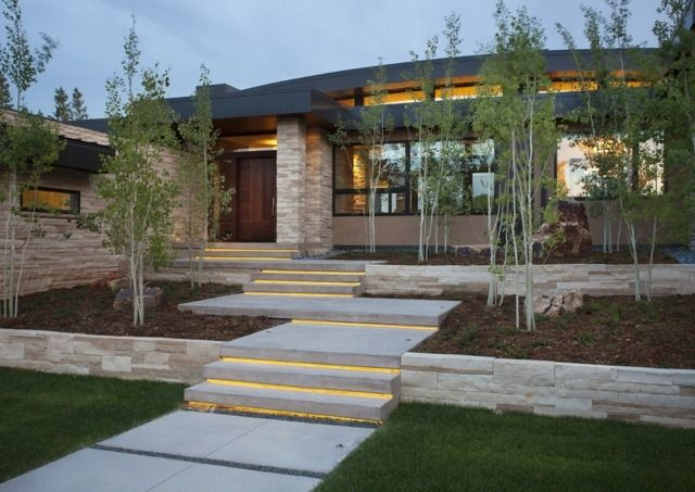 moderne architektur garten haus eingang beleuchtung treppe,