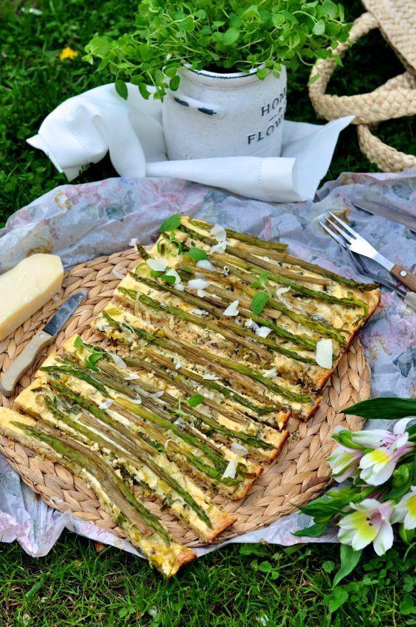 Krucha tarta ze szparagami, porem i parmezanem // Tart with asparagus, leek and parmesan cheese