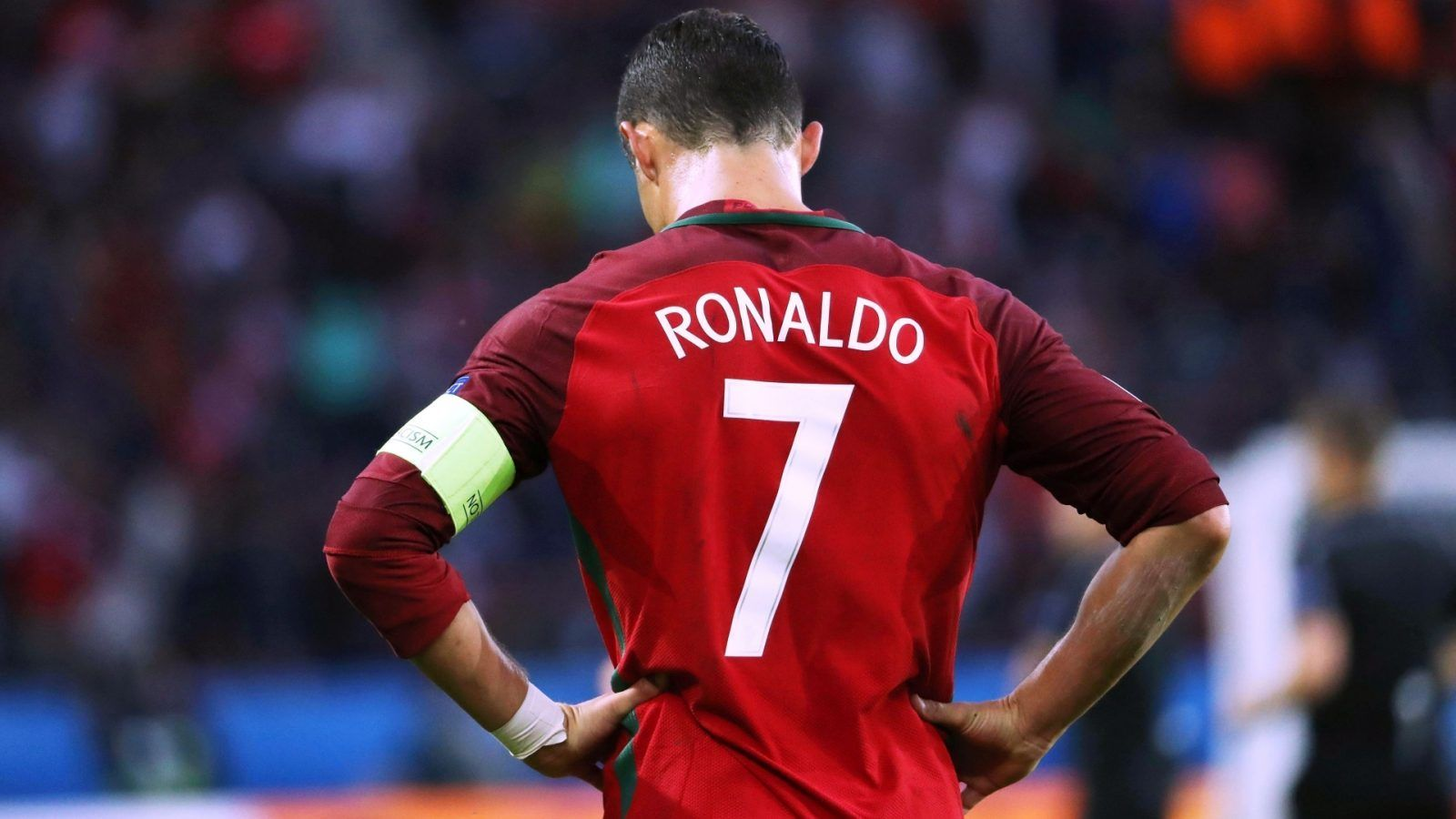 newest 48d9c 5382d Cristiano Ronaldo pictures with cr7 jersey backside image ...