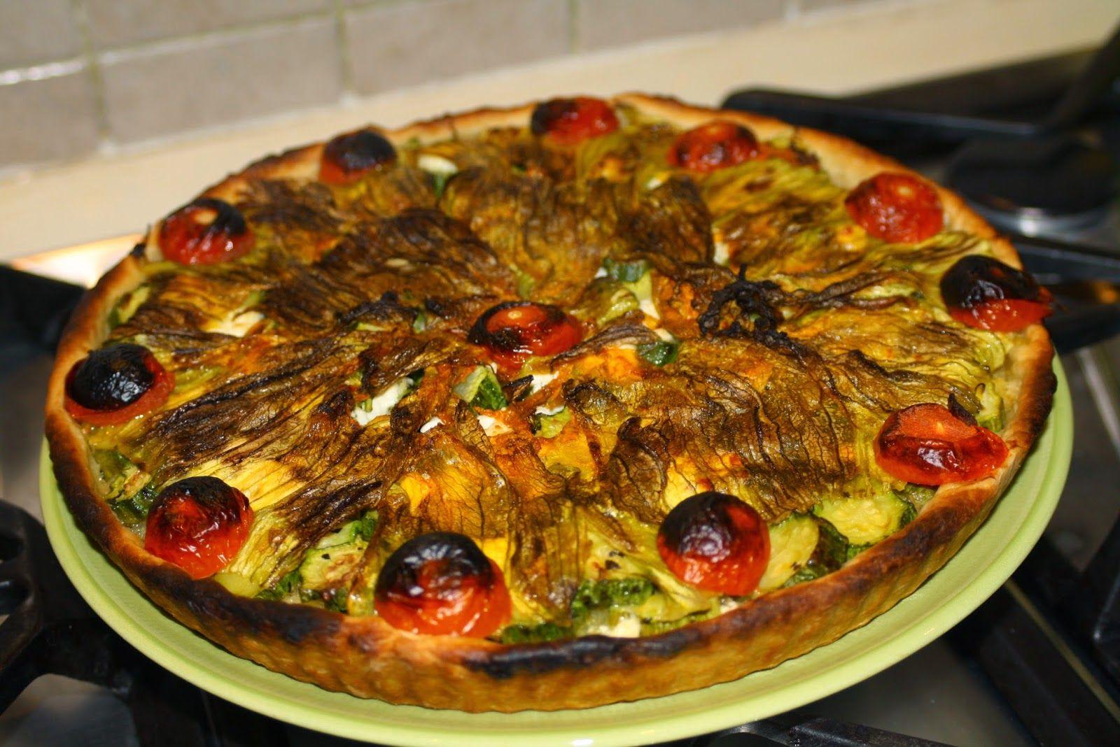 Crostata di farro con zucchine, fiori e feta