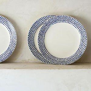 assiette dessert en c ramique blanche motif gouttes indigo nkuku c ramiques peintes indigo. Black Bedroom Furniture Sets. Home Design Ideas