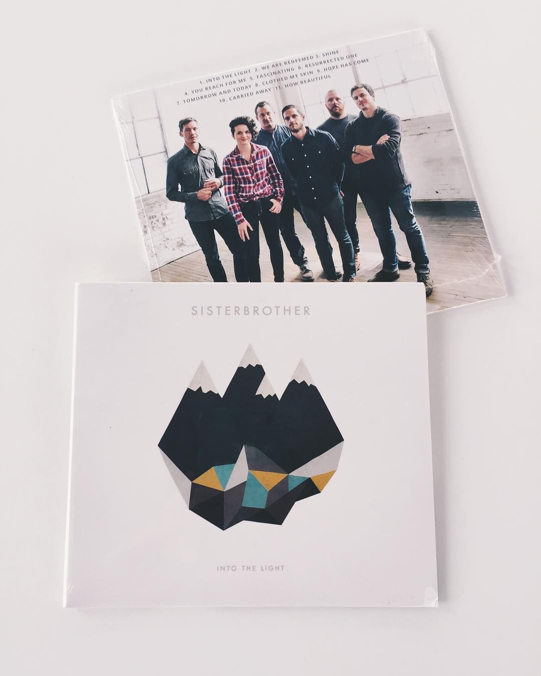 Its Friday - Which means we are giving something away! This week you have the awesome band @sisterbrotherpa to thank! Win 2 copies of their latest and totally amazing CD - one for you and one for a friend. We seriously listen to this album all the time it the studio. And in the car. And at home.  Follow @walkinlove and @sisterbrotherpa and then tag the friend you want to win the second copy in the comments below! Have fun! Winners will be contacted directly. #walkinlove #walkinlovegiveaways