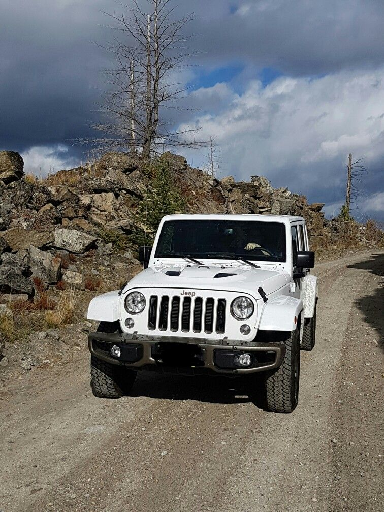 White Jeep Wrangler Unlimited Sahara 75th Anniversary Edition