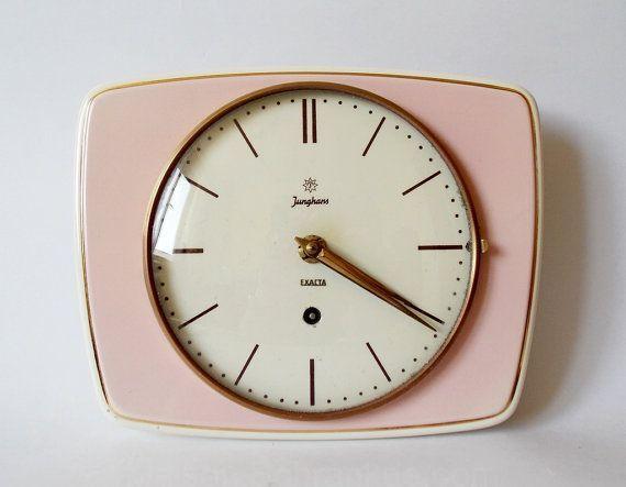 Cuisine En Ceramique De Style Art Deco Des Annees 1950 De Halldervintage 175 00 Adore Cette Horloge Ancienne Vintage Clock Vintage Art Deco Retro Clock