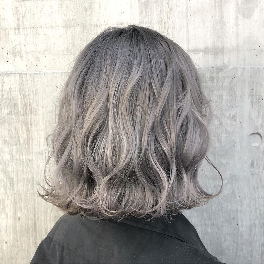 Shachu Official Instagram On Instagram Hair By Shokisuzuki スノーホワイトグレー Awハイトーンは少し青みのあるホワイトグレー推しです 2週間後の色落ちはホワイトブロンドです ハイ 髪 カラーリング 髪色 グレー グレー ヘアカラー
