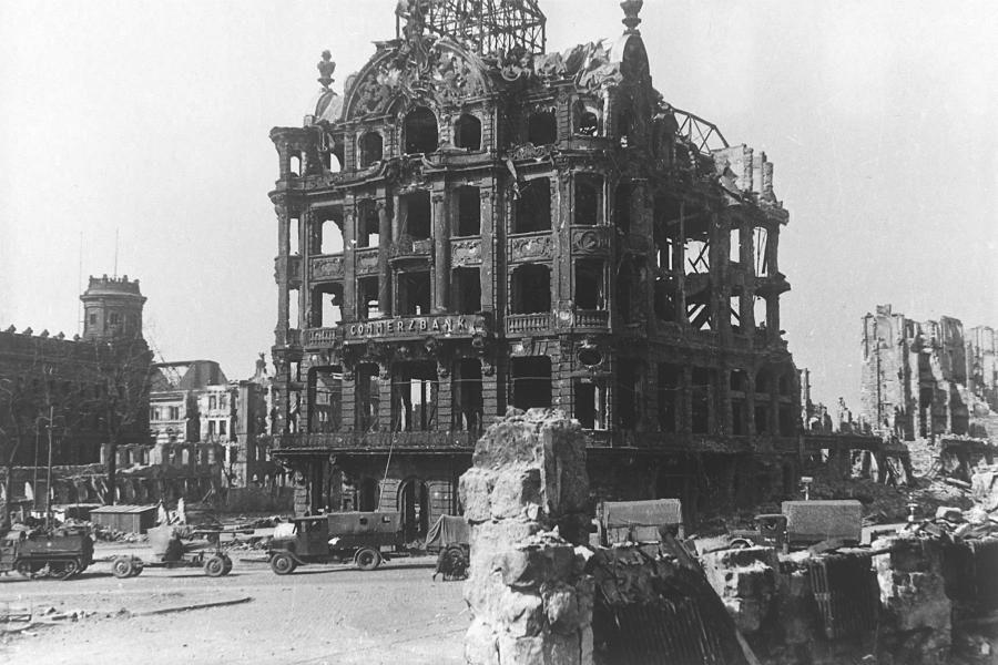 Bombenkrieg Briten Hielten Vernichtung Dresdens Fur Legitim Welt Dresden Kriegerin Dresden Deutschland