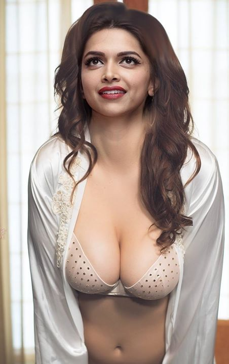 Sexy deepika padukone boobs