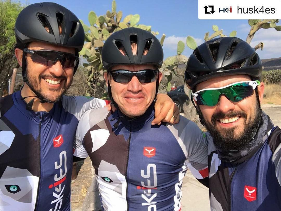 "Equipo satisfecho equipo feliz  ""Taymory! Se siente la diferencia. Ropa adecuada = Watts"" cit. #husk4es #triteam #triathlonhuskies #triathlon #triatlon  #ciclismo #cycling #biking #bikelovers #cyclelovers #taymory #taymorytri #personalización #customized #taymorylife"