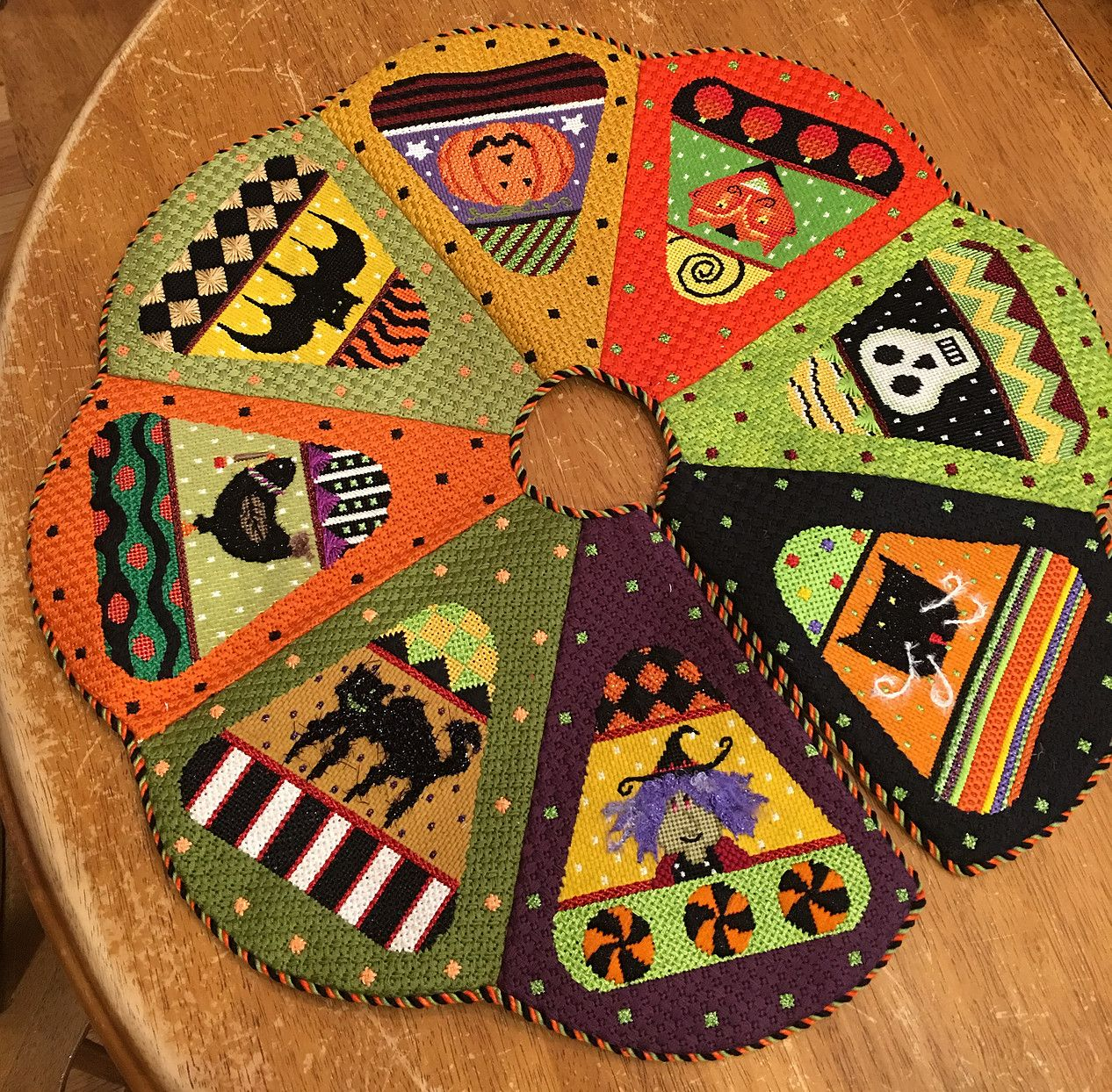 Susan S's Tree Skirt (With images) Needlepoint designs