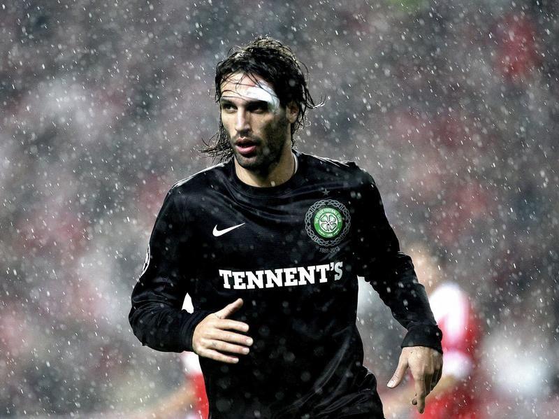 Mit seinem Tor für Celtic erzielt Giorgios Samaras den zwischenzeitlichen Ausgleich der Glasgower bei Benfica Lissabon in der Champions League. Trotz des Widerstands der Schotten setzte sich der Gasgeber mit 2:1 durch. (Foto: Antonio Cotrim/dpa)
