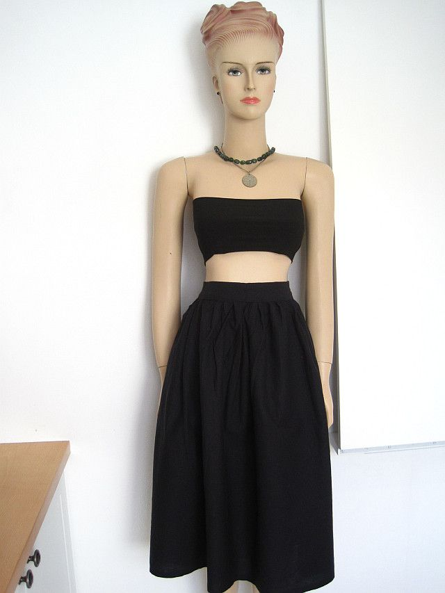 The FREE sewing pattern for this bandeau top and the skirt are on ...