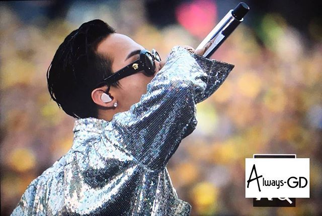Bling Bling龍🌟🌟🌟 好美的畫面❤ 160730 BIGBANG THE CONCERT 0.TO.10 IN OSAKA❤ #kwonjiyong #bigbang #gd #gdragon #jiyongie #jiyong #top #tabi #choiseunghyun #choi_seung_hyun_tttop #leeseunghyun #seungriseyo #seungri #daesung #kangdaesung #youngbae #taeyang #gtop #gdyb #nyongtori #kwonleader #nyongtory #權志龍 #권지용 #지디 #지용 #지드래곤 #xxxibgdrgn@xxxibgdrgn cr alwaysgdmaster