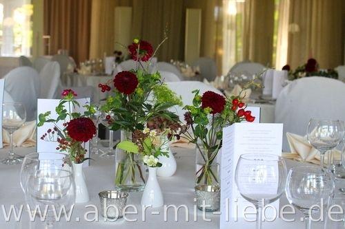Hochzeitsdeko bordeaux tischdeko bordeaux dahlie for Tischdekoration zur hochzeit