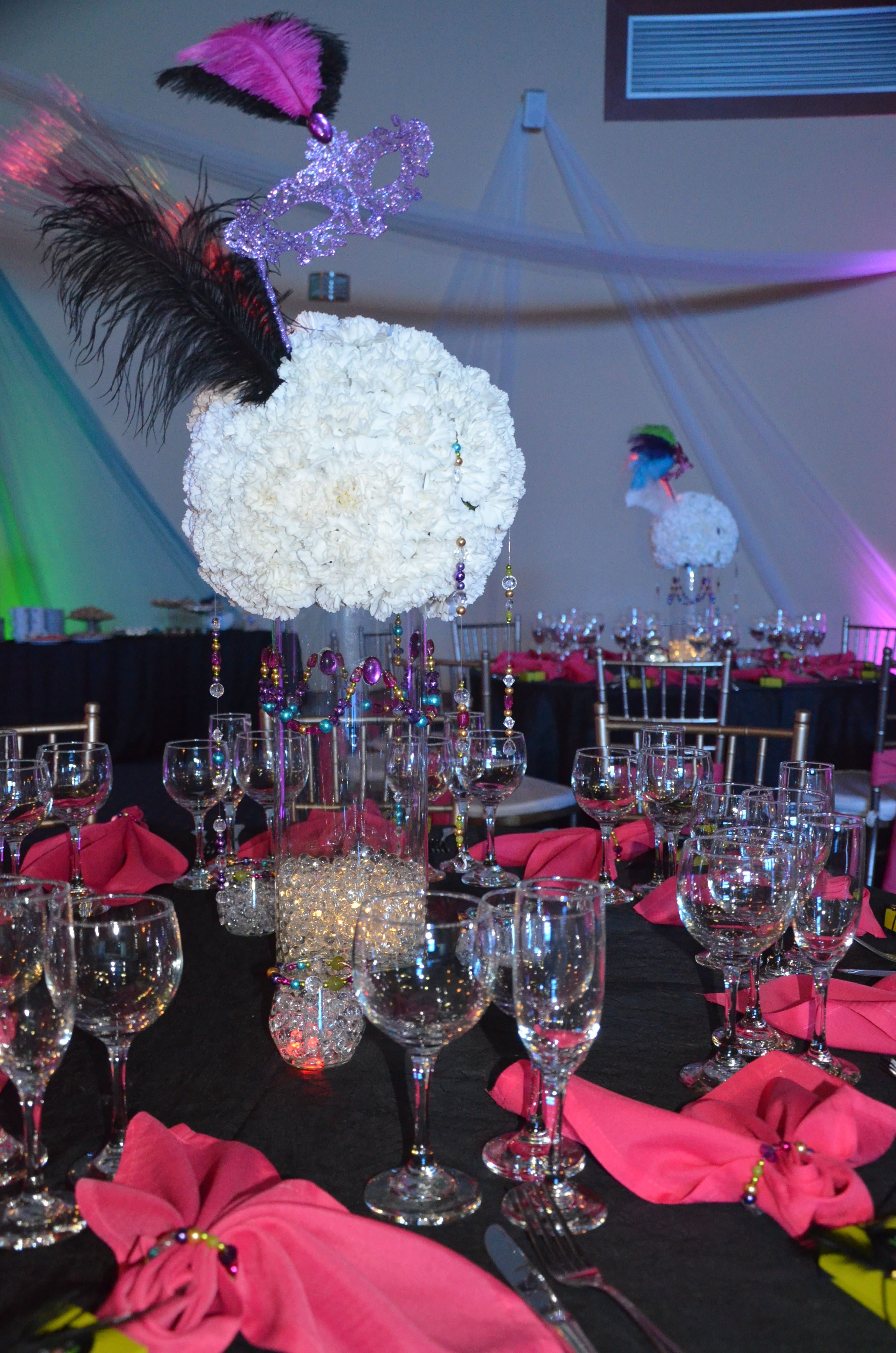 centro de mesa  esfera de flores naturales con collares