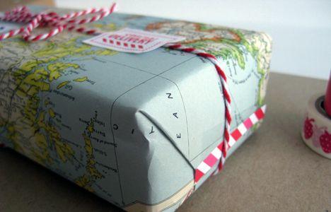 joululahja kierrätyspaperiin (photo from Kemikaalicoctail)