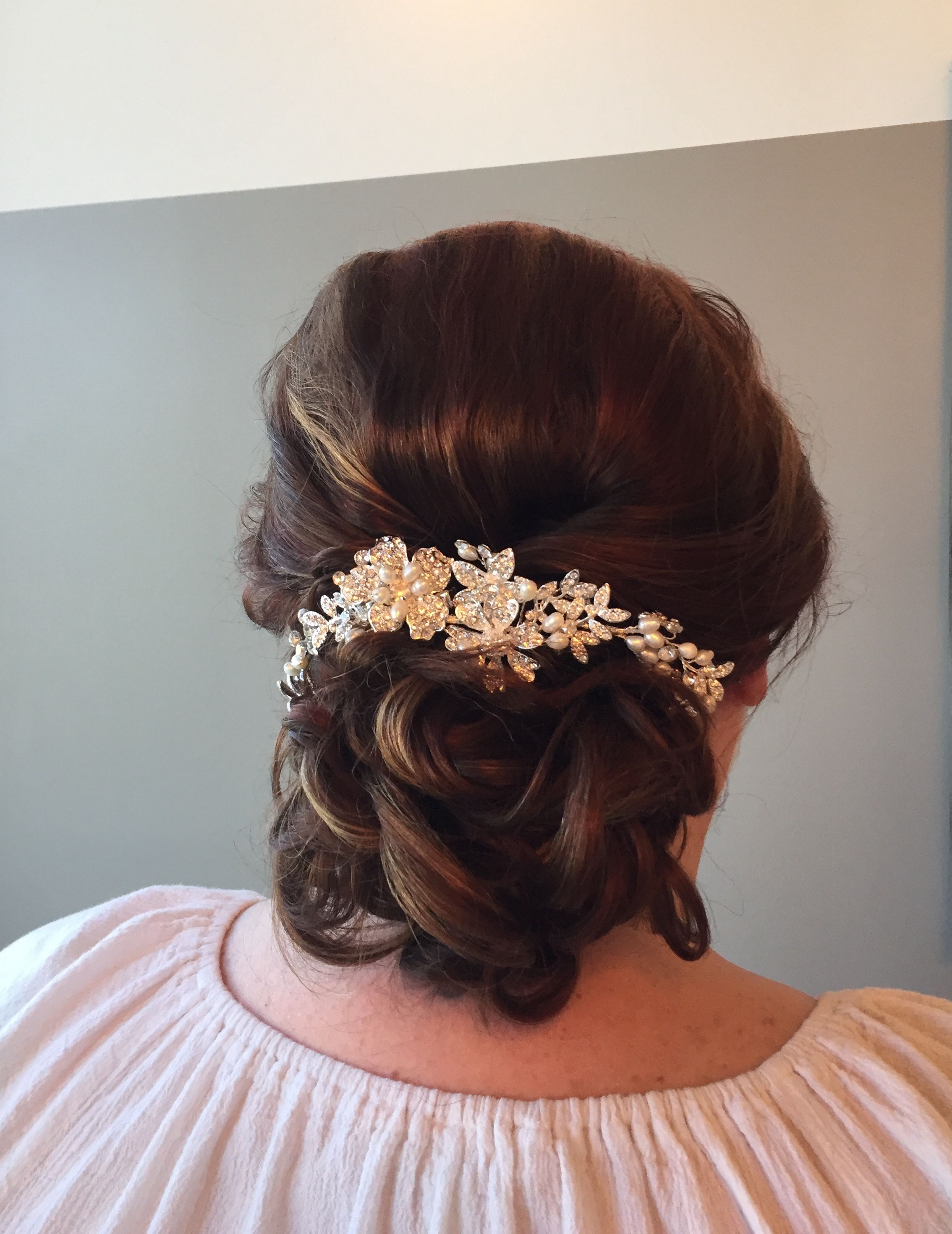 We used this bendable tiara to dress up the brides hairstyle