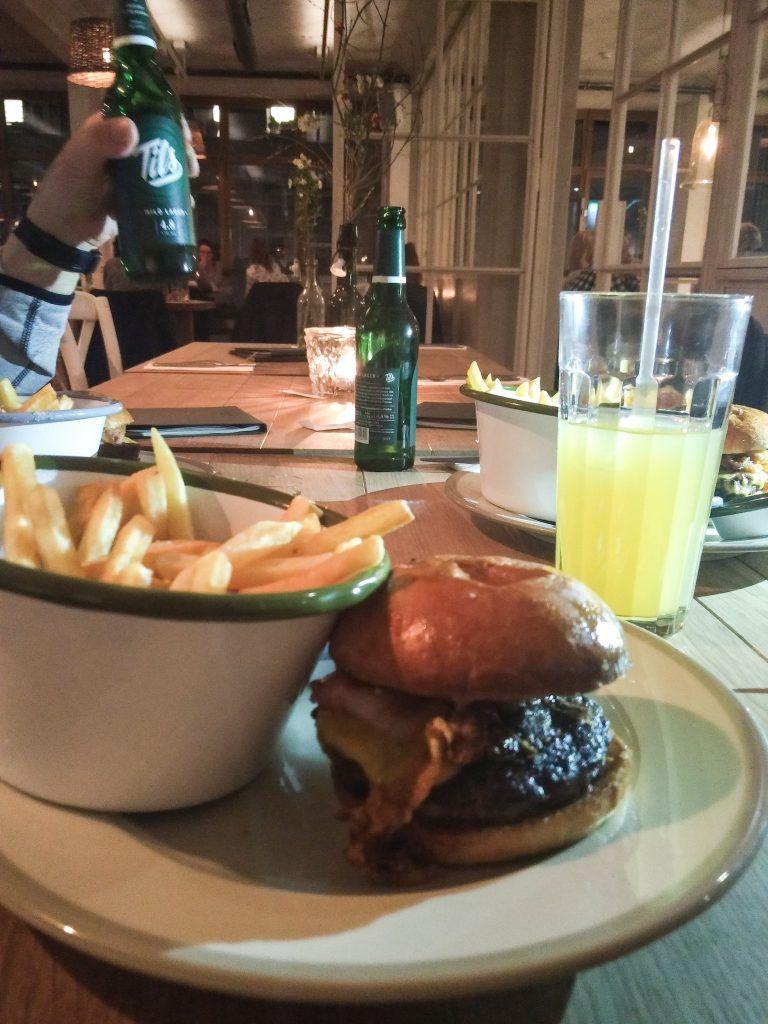 Barefood Deli Cheeseburger
