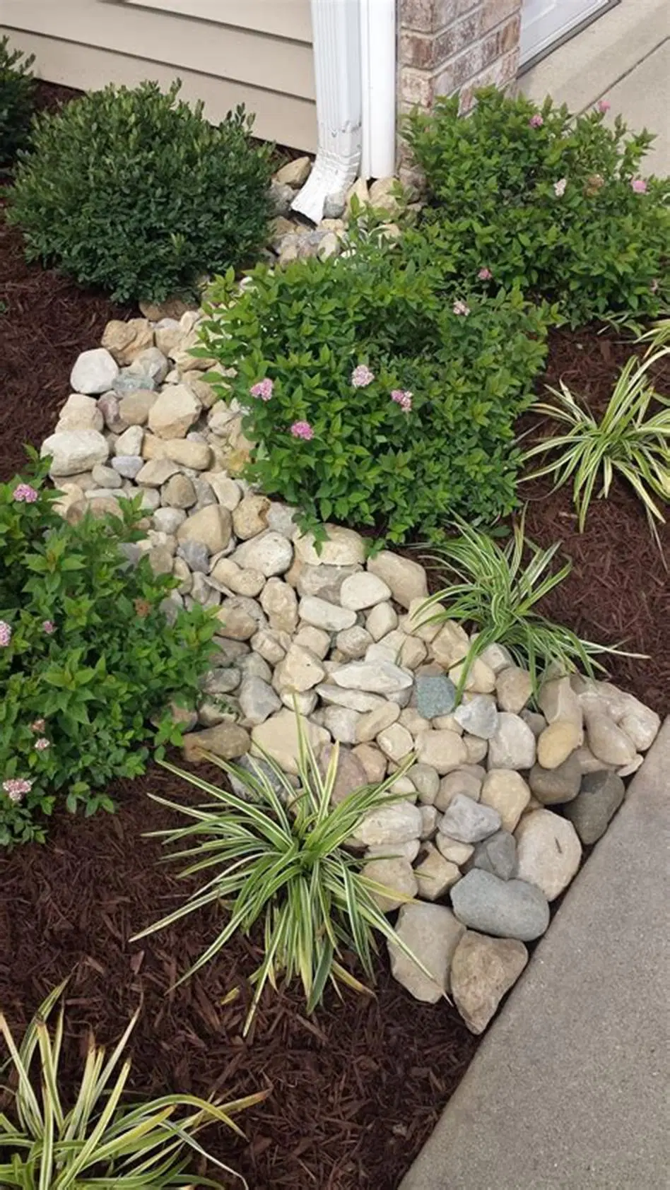 37 Amazing Mulch And Rocks Landscaping Ideas 7 In 2020 With