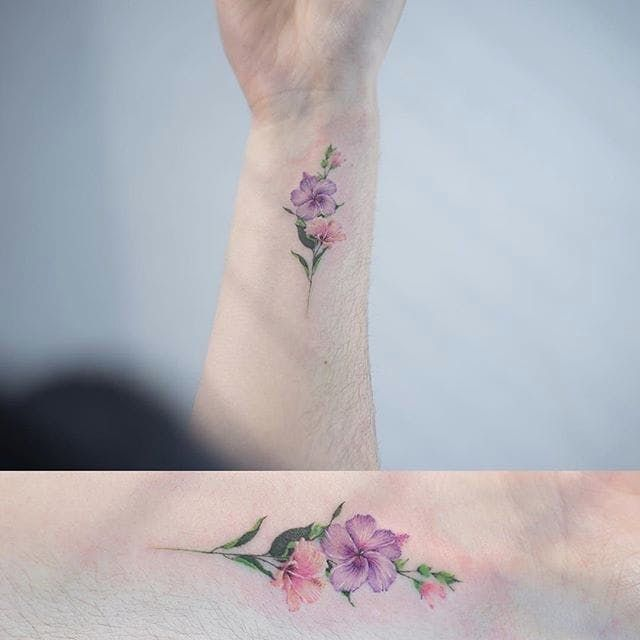 5fd551324 Floral micro-tattoo by Sol. #Sol #flower #floral #subtle #micro #microtattoo  #tiny #feminine #mini #southkorean
