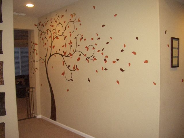 Un rbol pintado sobre una pared beige ideal para mi for Pintar murales en paredes exteriores