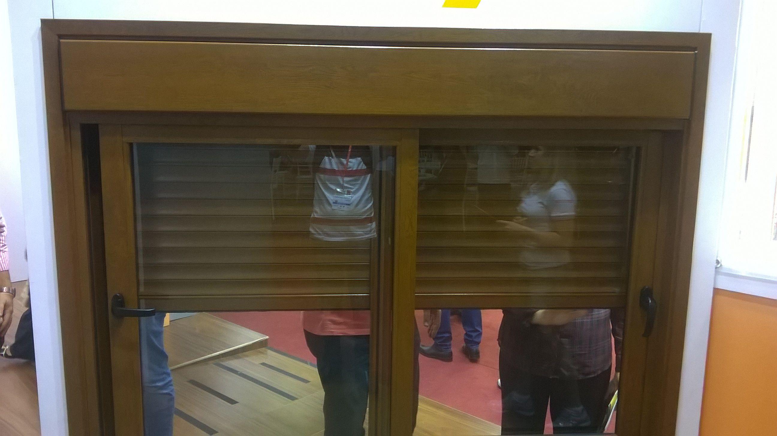 MODELO INTEGRADA VISTA INTERIOR  #feira #integrada #marrom #2folhas #vidro #alumínio