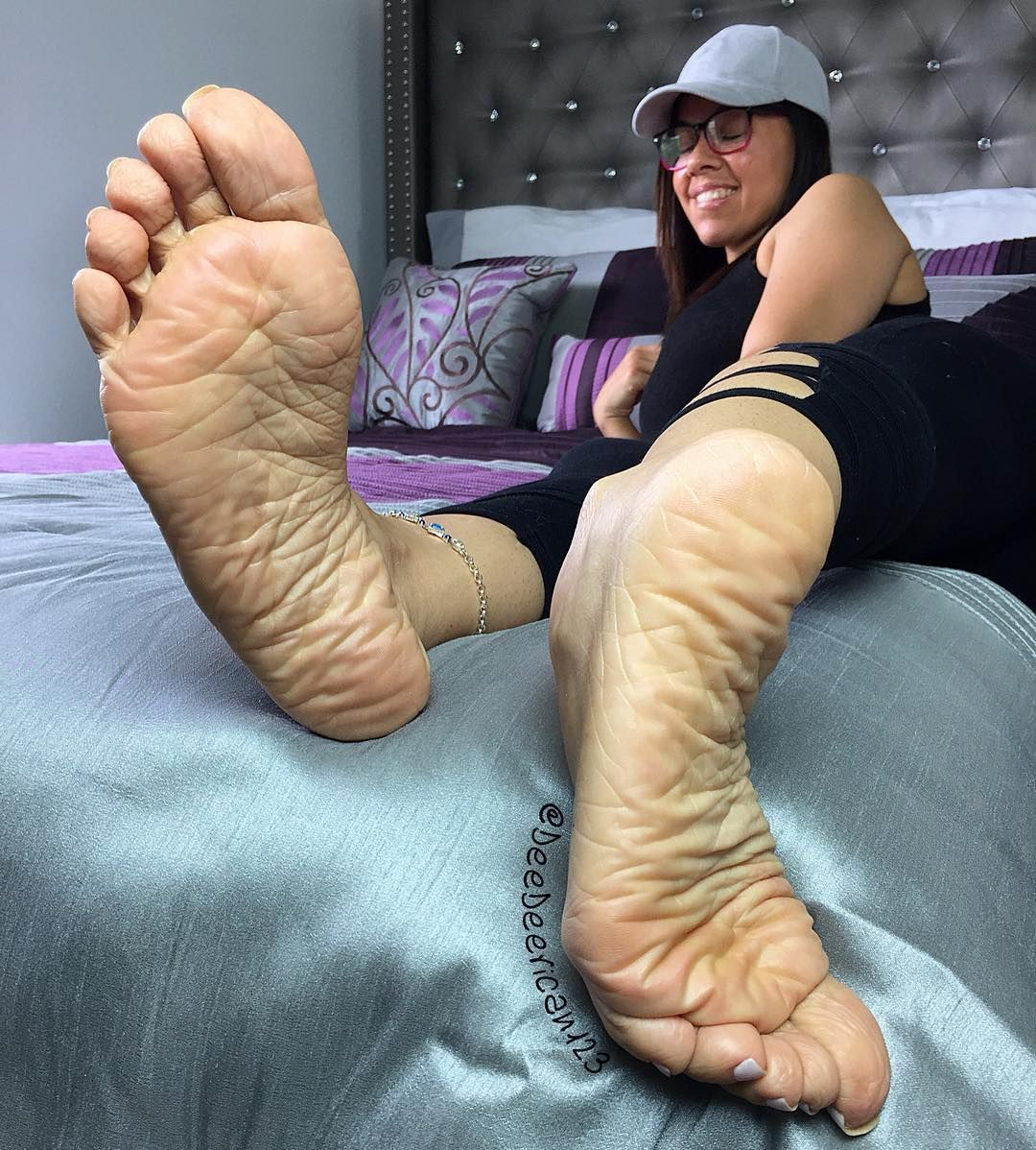 Pin by 🎮 on Feet | Pinterest | Pose and Sexy feet