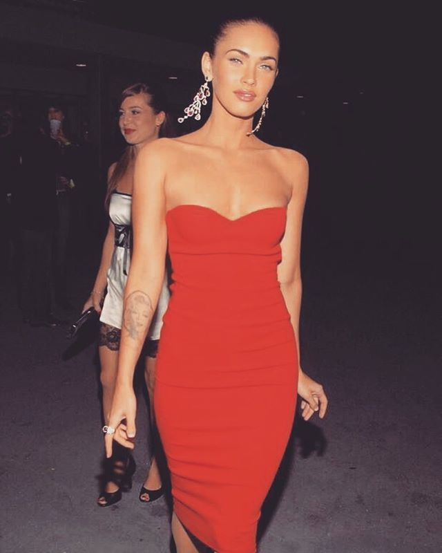 That orange pop though always flawless #meganfox slays the #SaboLuxeTop10 best orange looks.