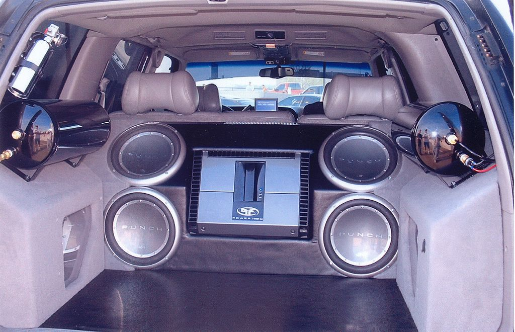 Chevy Yukon Custom woofer and Amp Enclosure