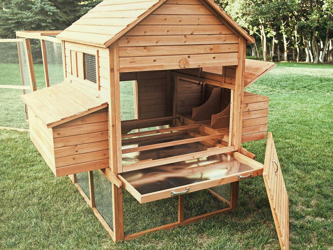 75 creative and low budget diy chicken coop ideas for your for Diy movable chicken coop