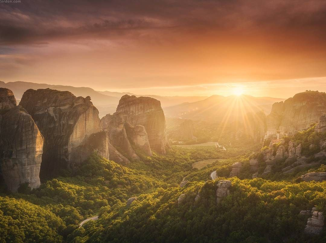 This sunset above Meteora in Greece was wonderful. It's a holy place, with so much energy inside! I'm not surprised that some magic happens here every day. Danielkordan.com #Meteora #Greece #kalampáka