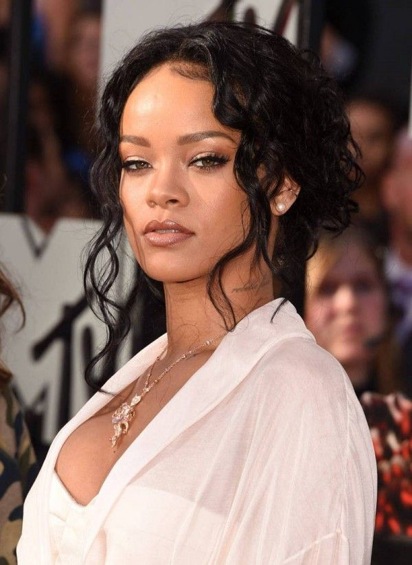 Rihanna updo with loose tendrils hairstyles at mtv movie awards rihanna updo with loose tendrils hairstyles at mtv movie awards hairstyles celebrityhairstyles pmusecretfo Images