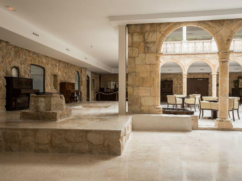 Tras la Construcción del Castillo de Belmonte, el segundo Marqués de Villena Diego Lopez Pacheco convirtió el Palacio de Don Juan Manuel en un convento. Aún se conservan el aljibe y el pozo de su claustro.