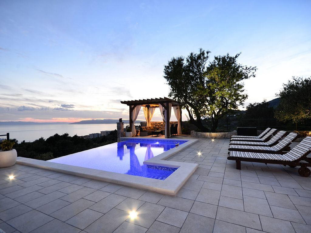 Top Lage Alleinstehendes Ferienhaus Mit Infinity Pool Terrasse Und Meerblick Buchen Sie Alleinste Ferienhaus Ferienhaus Gardasee Ferienhaus Kroatien Am Meer